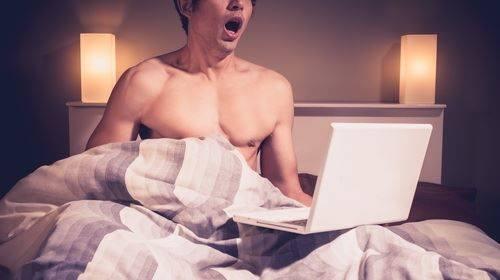 الاسباب النفسية والجنسية التى تدفع الشباب والشابات لمشاهدة الافلام الجنسية فى المواقع الاباحية وتاثيرها السلبى على مستقبله ونفسيته وحياته الروحية والعملية والاجتماعية